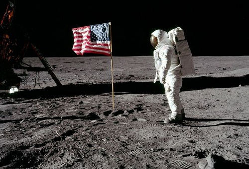 Top 8 Examples Proving the Moon Landing Was a Hoax