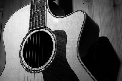 12 Best Karaoke Songs for Men to Rock and Enjoy! - EnkiVillage